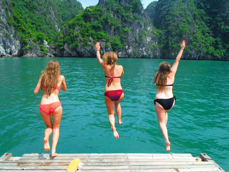 How to keep safe and enjoy swimming in Ha Long Bay